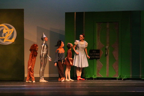'The Wizard Of Oz' Ballet On Stage
